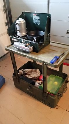 Camping Stove For Tent Camping Stove Lightweight Alcohol Camping Box, Jeep Camping, Camping Life, Camping Hacks, Bushcraft Camping, Camping Survival, Outdoor Survival, Chuck Box, Camp Kitchen Box