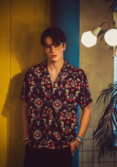 This guy,he is hot! - The wolf that kills Beautiful Boys, Pretty Boys, Cute Boys, Photography Poses, Fashion Photography, Korean Fashion, Mens Fashion, Aesthetic Boy, Looks Style