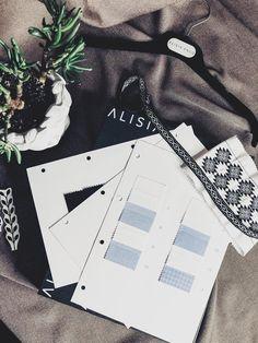 Din 2014, realizam camasi de care sa te indragostesti la prima vedere ♥️ De la calitatea materialelor, perfectiunea cusaturilor pana la detaliile atent brodate pe guler si mansete. Te invitam in povestea noastra sa descoperi camasa ta preferata, iar daca ai nevoie de ajutor sa afli masura, iti stam cu drag la dispozitie. #alisiaenco #povesteanoastra #madeinRomania #camasidama #womenshirts #shoppingonline Detail