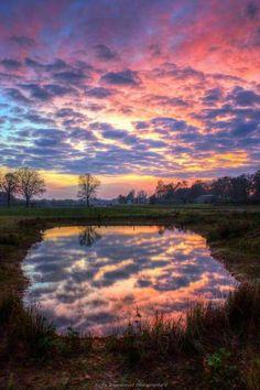 Zonsondergang in Zenderen, Ov. Nederland Tekst en foto : Nicky Wagenvoort.