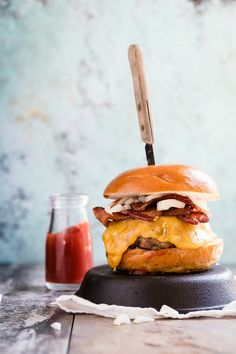 Cheddar Bacon Cheeseburger - Foodness Gracious