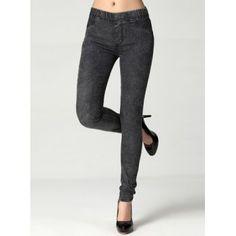 Estos pantalones vaqueros son de igogo.es. Ellos están muy bien hechas jeans gris. Son agradable de llevar cualquier día.