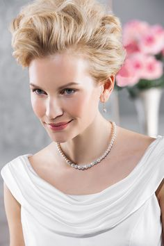 The perfect combination of pearls and shiny crystals - gorgeous! (66176)