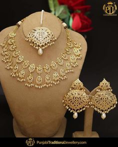 Jewellery Shops Covent Garden at Jewellery Stores Eastland. Necklace Set Design With Price opposite Jewelry Stores Near Me That Size Rings Pakistani Jewelry, Indian Wedding Jewelry, Indian Jewelry, Bridal Jewelry, Indian Earrings, Gold Earrings Designs, Gold Jewellery Design, Necklace Designs, Jewellery Box
