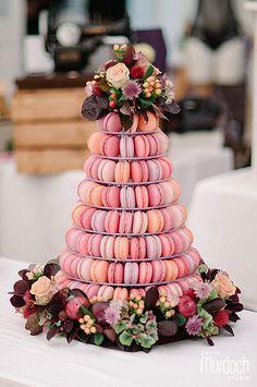 Torre de macarons, usado como bolo de casamento.
