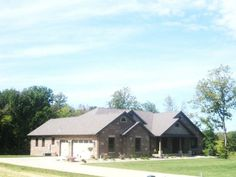 2700 sqft Ranch home with brick and stone exterior.  Built by Wellen Homes, Inc.