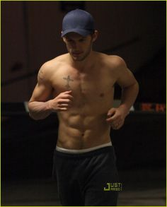 So, d'ya'wanna be my new running partner?Bad Boy Alex Pettyfer: 'I Am Number Four' Shirtless Run!