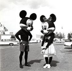 Mickey y Minnie en la Disneylandia de los años 50′