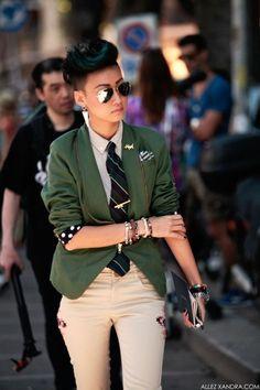 women's fashion and street style. menswear inspired looks Androgynous Women, Androgynous Fashion, Tomboy Fashion, Fashion Outfits, Womens Fashion, Fashion Trends, Fashion Styles, Androgyny, Fashion 2017