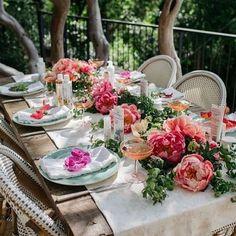 Pinterest: Paige Lulu • Tropical summer table. Alegria no brunch de sábado!! Regram do insta lindo @carol_smenezes  #tabledecor #tablescape #mesaposta