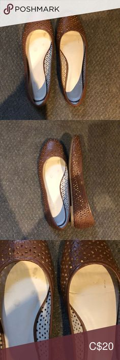 ALDO flats ALDO flats in brown. Excellent like new condition. Some stains on inside of shoe. See picture. No box. Loafer Flats, Loafers, Plus Fashion, Fashion Tips, Fashion Trends, Aldo Shoes, See Picture, Flower Patterns, Stains