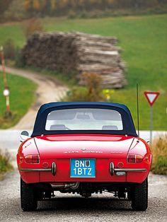 Alfa Romeo Duetto Spider http://www.autorevue.at/zeitreise/zeitmaschinen/alfa-romeo-giulia-spider-oldtimer-gebrauchtwagen-1966-test.html
