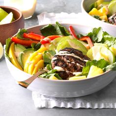 California Burger Bowls Recipe -Burgers are a weekly staple at our house year-round. Skip the fries, chips and bun—you won't need them with these loaded veggie & fruit burgers. To spice up the mayo, add tsp. of chipotle powder. Beef Recipes, Cooking Recipes, Healthy Recipes, Weekly Recipes, Salat Wraps, Clean Eating, Healthy Eating, Healthy Food, Recipes