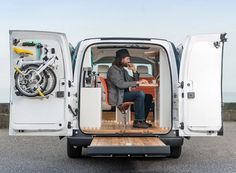 To prove the versatility of electric vehicles -- and probably just for the heck of it -- Nissan has transformed its workhorse electric van into a mobile office with a range. UK-based design shop Studio Hardie took the humble delivery. Brompton, Toyota Prius, Office Electrics, Nissan Vans, Vw Minibus, Electric Van, Electric Vehicle, E Mobility, Tiny Office