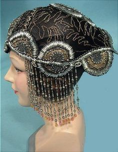 JUST BEAUTIFUL !! Art deco style flapper-hat. Mesh based, embroidered with gold and silver threads, beads and genuine gemstones. 1922-1923