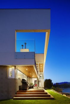 The Elenko Residence by CEI Architecture / Osoyoos, British Columbia, Canada