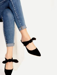 Shop Black Point Toe Bow Tie Heeled Mules online. SheIn offers Black Point Toe Bow Tie Heeled Mules & more to fit your fashionable needs.