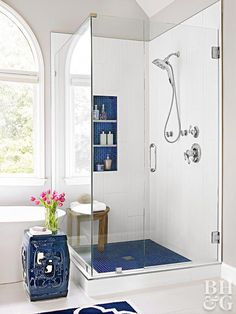 Looking to Fantastic Small Bathroom Design With Shower Ideas? Here are Most Popular Small Bathroom Design Ideas, The Best Small and Functional Bathroom Design Ideas and Small bathroom ideas. Small Bathroom With Shower, Small Showers, Bathroom Showers, Spa Shower, Narrow Bathroom, Shower Niche, Shower Enclosure, Simple Bathroom, Cozy Bathroom