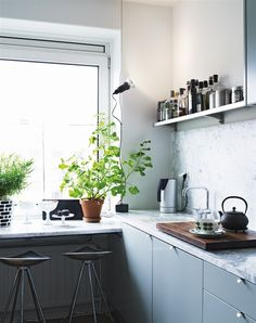 Yes, They're a Great Idea! Marble in a modern kitchen from Hus & Hem via Riazzoli I've always loved white marble countertops and I last wro. Grey Kitchen Cabinets, Home Kitchens, Kitchen Design, Kitchen Inspirations, Kitchen Dining Room, Kitchen Space, Kitchen Marble, Kitchen Interior, Ikea Kitchen Installation