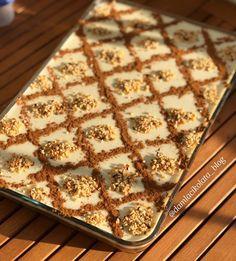 10 Minuets : Lots of cinnamon, apples and custard very light. Easy Cake Recipes, Snack Recipes, Snacks, Honey Dessert, Light Desserts, Apple Cake, Turkish Recipes, Cake Ingredients, Custard