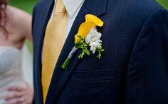 Navy and yellow suit with the yellow cala lilly (or a daisy) wedding Daisy Wedding, Yellow Wedding, Wedding Colors, Daffodil Wedding, Dream Wedding, Wedding Navy, Wedding Country, Wedding Prep, Luxury Wedding