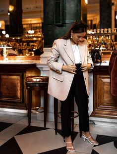 & Other Stories Wool Blazer: Hannah Crosskey wears the blazer with cropped black trousers, white strap sandals and elegant jewellery. Casual Blazer, Blazer Outfits, Casual Outfits, Fashion Outfits, Womens Fashion, Blazer Fashion, Emo Outfits, Punk Fashion, Lolita Fashion