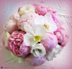 Love this bouquet! Spring wedding flowers - hääkimppu / morsiuskimppu, Runebergin kukka
