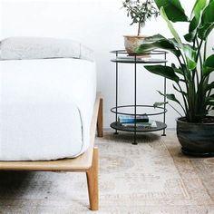 Interior Design For Living Room Interior Design Instagram, Best Home Interior Design, Solid Wood Platform Bed, Platform Bed Frame, Bed Without Headboard, Cool House Designs, Home Decor Accessories, Cool Furniture, Interior Inspiration