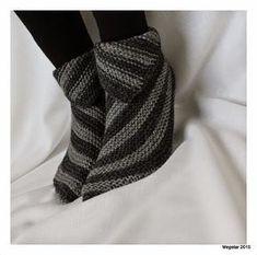 Crochet Socks, Crochet Yarn, Knitting Socks, Hand Knitting, Knitted Booties, Knitted Slippers, Wool Socks, Tunisian Crochet, Dressmaking
