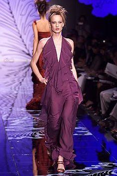 Valentino Fall 2001 Couture Fashion Show - Valentino Garavani, Natasa Vojnovic (Elite)
