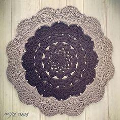 Snorka crochet doily rug pattern for tshirt yarn / trapillo / zpagetti yarn, by OsaEinaim. שטיח סנורקה - הוראות סריגה לשטיח דויילי מחוטי טריקו - עושה עיניים.
