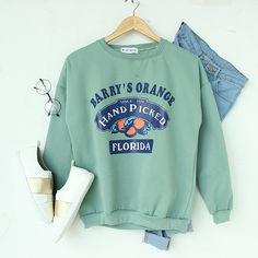 Clothes For Girls - Orange green sweatshirt Cute Casual Outfits, Fall Outfits, Summer Outfits, Fashion Outfits, Evening Outfits, Womens Fashion, Style Fashion, Fashion Ideas, Sweatshirt Outfit