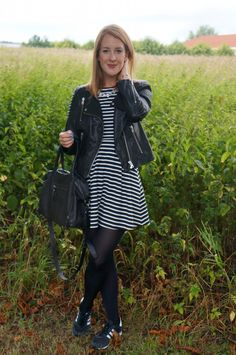 Striped dress and a pop of blue. See more here: http://www.kathrinerostrup.dk/2013/08/stripes-and-a-pop-of-blue/