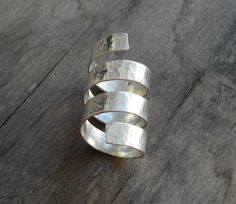 This is a handmade sterling silver ring made from a silver sheet bended and then hammered.    MATERIALS: sterling silver 925  DIMENSION:4 x 2 cm