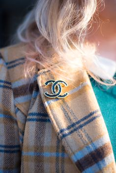 chanel baroque brooch black and gold