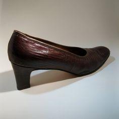 Vintage 1950s Shoes Brown Snakeskin #vintage #snakeskin #shoes #1950s #fallfashions #size11 #size12 @Etsy