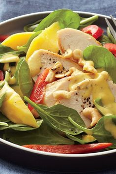 Fresh, ripe mango is blended with olive oil and cashews to create the most delicious homemade dressing for this easy spinach and chicken salad. From start to finish, this recipe takes just … Spinach Salad Recipes, Salad Recipes Video, Salad Recipes For Dinner, Dinner Salads, Healthy Salads, Healthy Eating, Healthy Recipes, Healthy Lunches, Healthy Dishes