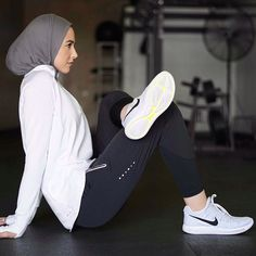 Sport hijab style sport hijab outfit in 2019 стили хиджабов, Hijab Sport, Sports Hijab, Girl Hijab, Hijab Outfit, Athletic Fashion, Athletic Wear, Womens Workout Outfits, Sport Outfits, Fitness Outfits