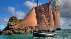 """Le Dragous de Saint-Jacut, bateau emblématique d'une des plus intéressantes communautés de pêcheurs en Bretagne. Ne l' appelez pas """"Vieux gré..."""", vous passeriez pour un journaliste parisien ! Photo: Ronan Gladu. Cotes d'Armor. Brittany"""