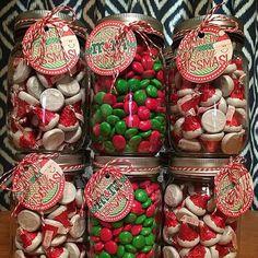 Teenage Girl Gifts Christmas, Cute Christmas Gifts, Christmas Gift Baskets, Christmas Mason Jars, Grinch Christmas, Christmas Gifts For Friends, Homemade Christmas Gifts, Christmas Goodies, Christmas Treats