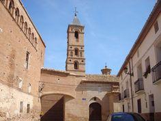 Mozota (Zaragoza) Iglesia Mudejar.  En el pueblo de Mozota tenemos un atractivo binomio ente la torre de la iglesia parroquial (aunque son muy pocos los elementos mudéjares puesto que ya es casi completamente renacentista) y el interesantísimo palacio señorial también de factura mudéjar.