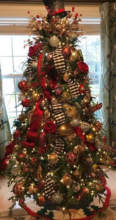 Are you looking for pictures for farmhouse christmas tree? Browse around this site for perfect farmhouse christmas tree inspiration. This farmhouse christmas tree ideas will look totally fantastic. Ribbon On Christmas Tree, Christmas Tree Design, Beautiful Christmas Trees, Christmas Tree Themes, Elegant Christmas, Noel Christmas, Rustic Christmas, How To Decorate Christmas Tree, Christmas Ideas