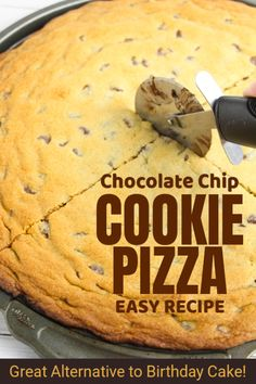 A giant Chocolate Chip Cookie Pizza is a super-easy alternative to cake for a kids party! One bowl recipe and it feeds a crowd! Chocolate Chip Cookie Pizza, Giant Chocolate, Yummy Cookies, Cupcake Cookies, Pizza Cookies, Baking Cookies, Birthday Cookies, Potluck Desserts, Dessert Recipes