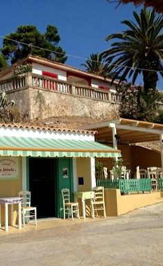 Beach Cafe, Coffee Places, Greece Islands, Corfu, Greece Travel, Places To See, Pergola, Outdoor Structures, Mansions