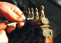 The red sandlewood and ebony miniature of Yongding Gate displays fine details and craftsmanship. Photos by Lu Zhongqiu / China Daily