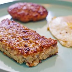 Friends from Cincinnati got me to try their family Goetta recipe. When they said they made it in the crockpot and then freeze it until they want to eat it. Sausage Recipes, Meat Recipes, Cooker Recipes, Gourmet Recipes, Crockpot Recipes, Oatmeal Sausage Recipe, Homemade Goetta Recipe, Healthy Recipes, German Recipes