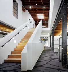 Once scattered throughout Muscatine, HNI is now consolidated in an open, environmentally responsible building. Workplace Design: Gensler