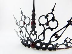 Clock hand tiara...gorgeous!!  I feel a Halloween costume coming on...
