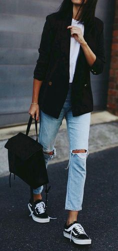 60 casual blazer outfit for women that you need to have – how to find Street Style Jeans, Classy Street Style, Minimalist Street Style, Minimalist Outfits, Sneakers Street Style, Parisian Style, Chic Street Styles, Minimalist Winter Outfit, Minimalist Clothing