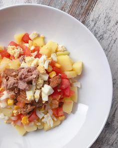 C o l o r S a l a d   Le ponemos color a este sábado gris con esta ensalada colorida y todavía muy veraniega. Comemos?  Buenas tardes!
